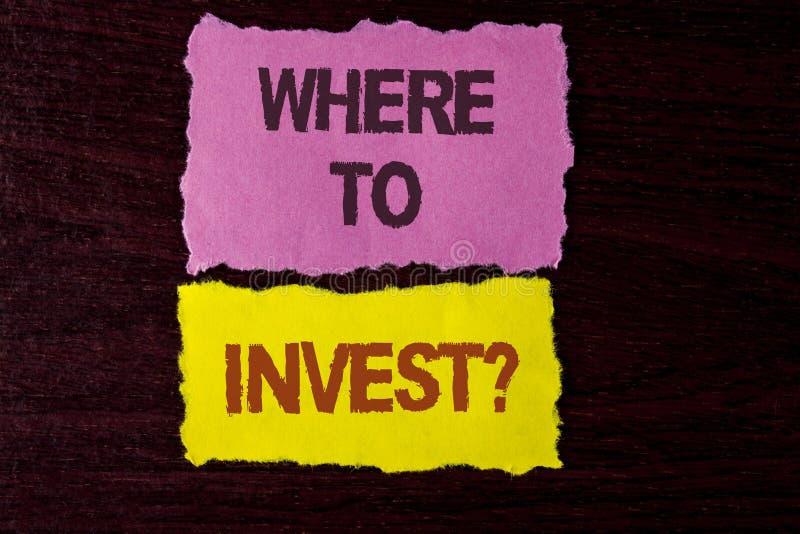 Apparence de note d'écriture où investir la question Photo d'affaires présentant la bonne part d'actions d'endroit pour dépenser  photos stock