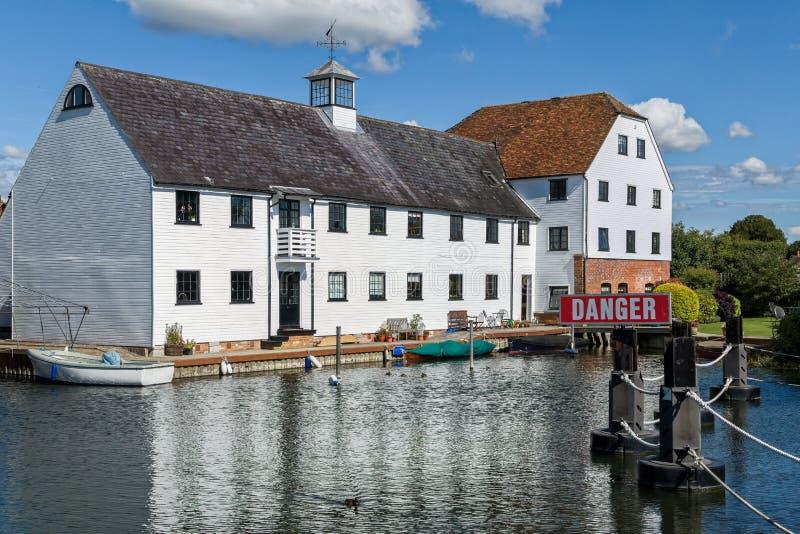 Appartamenti di lusso sul Tamigi, Inghilterra immagini stock libere da diritti