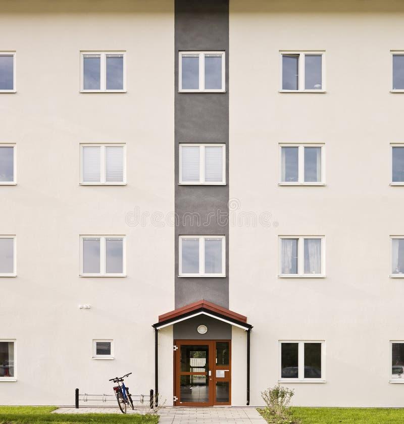 Appartamenti moderni fotografia stock immagine di balcone for Appartamenti moderni immagini