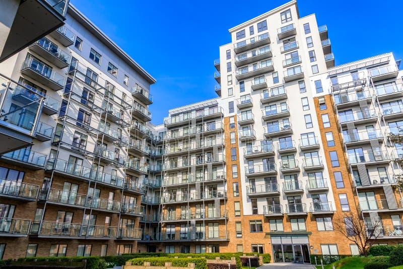 Appartamenti moderni al molo caspico fotografia stock libera da diritti
