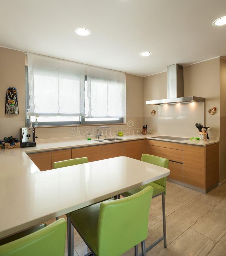 Appartamento ammobiliato, cucina moderna immagine stock