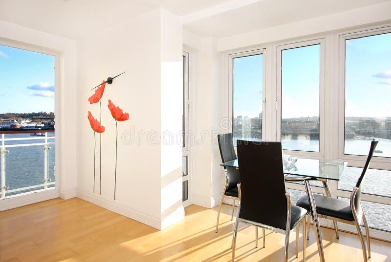Appartamento con una vista fotografie stock libere da diritti
