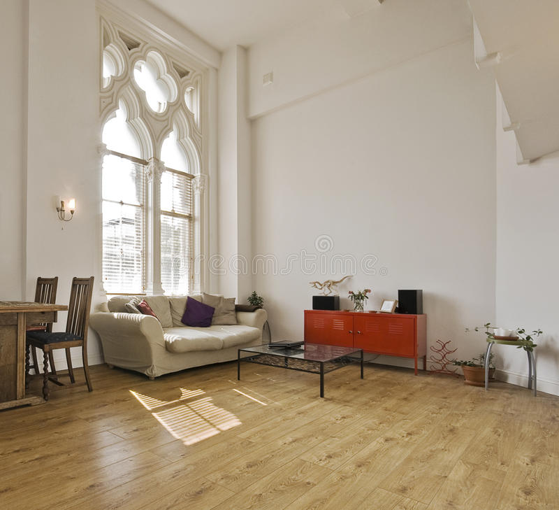 Appartamento del soffitto alto immagine stock libera da diritti