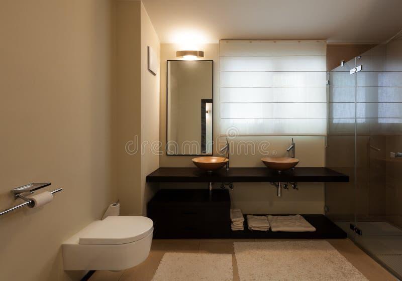 Appartamento di lusso interno, bagno immagine stock