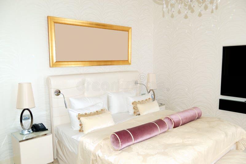 Appartamento moderno nell'albergo di lusso alla stazione sciistica fotografia stock