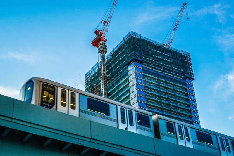 Appartamento in un grattacielo e gabbiani comuni nella costruzione immagini stock