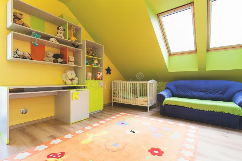 Appartamento urbano - stanza della scuola materna fotografia stock