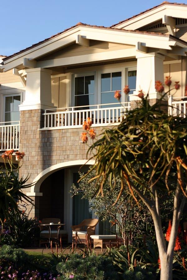 Appartement côtier de luxe simple photographie stock