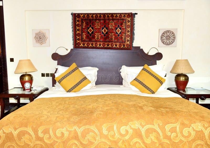 Appartement dans l'hôtel de luxe de style arabe images stock
