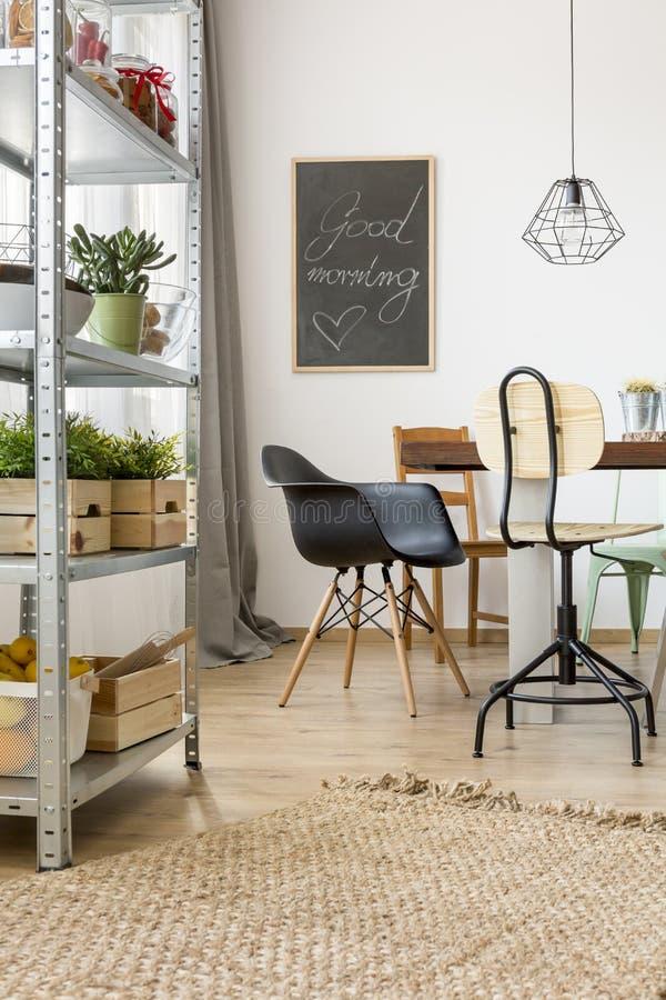 Appartement Dans Le Style Industriel Photo stock - Image du ...