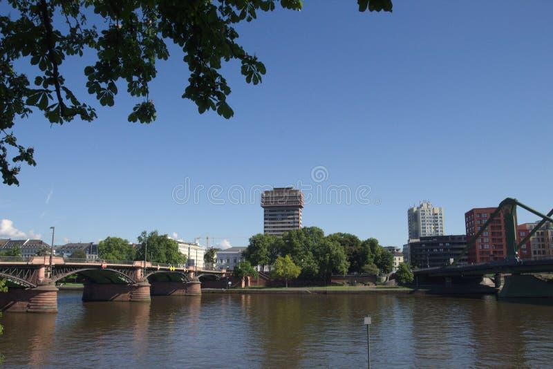 Appartement de Francfort sur Main sur la canalisation et le pont dans Hesse #3 image libre de droits