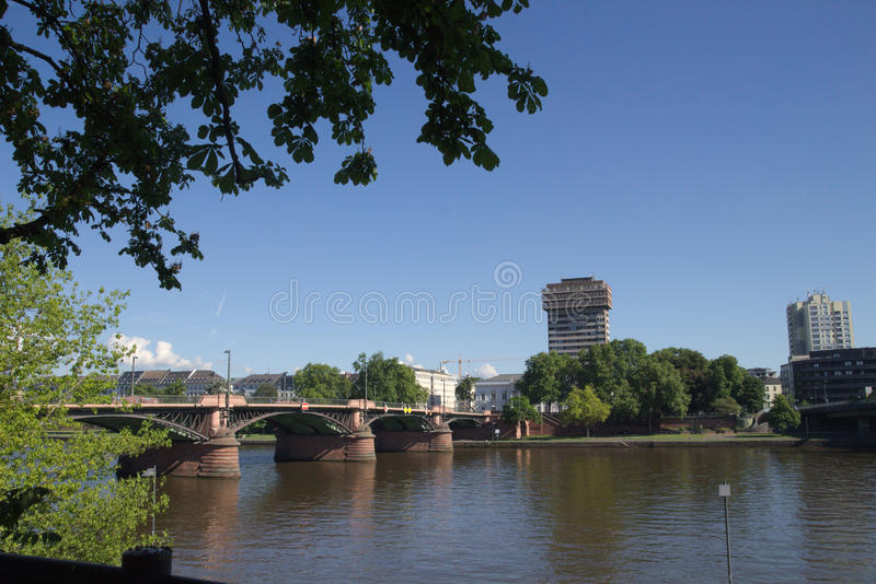Appartement de Francfort sur Main sur la canalisation et le pont dans Hesse #2 photo libre de droits