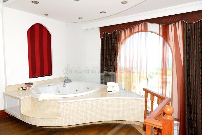 appartement de luxe avec la salle de bains de jacuzzi image stock image du tourisme vacances. Black Bedroom Furniture Sets. Home Design Ideas