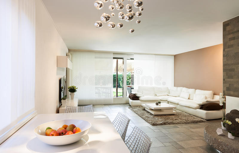 Appartement intérieur et bel photo stock
