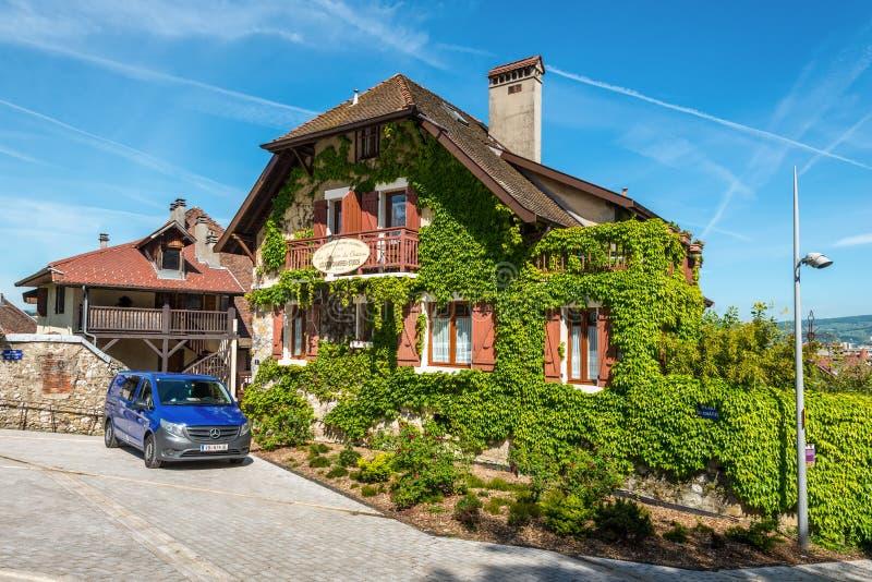 Appartement Les Jardins du Замок в Анси, Франции стоковое изображение
