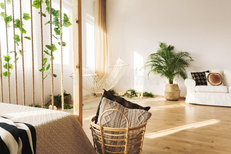 Appartement multifonctionnel avec le lit photo libre de droits