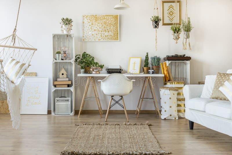 Appartement multifonctionnel de grenier photographie stock