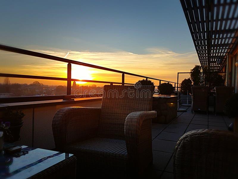Appartement terrasse réglé de Sun photos libres de droits