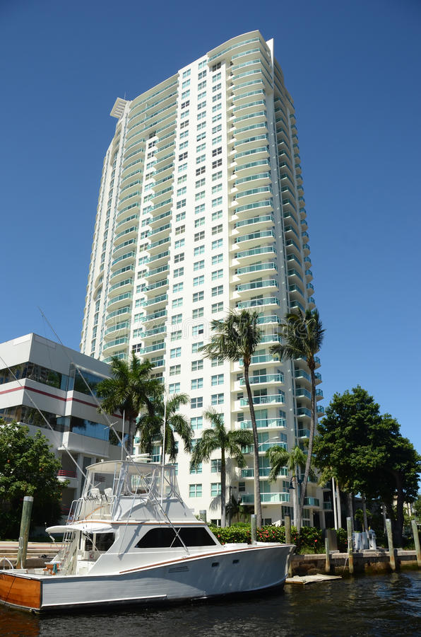 Appartements chers de bord de mer image libre de droits