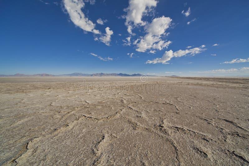 Appartements de lac salt, ciel de désert photographie stock