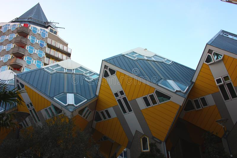 Appartements et bureaux ? l'int?rieur des maisons cubiques de Rotterdam, ville m?tropolitaine photographie stock libre de droits