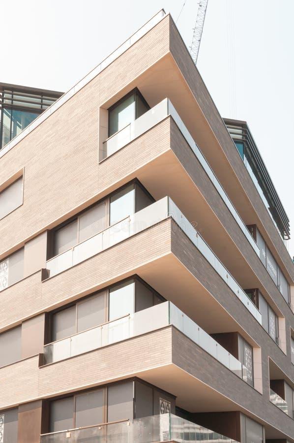 Appartements modernes dans la ville de Londres, Angleterre photo stock