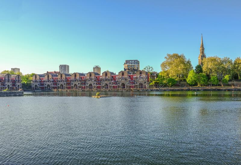 Appartements portuaires au bassin de Shadwell, Londres photo stock