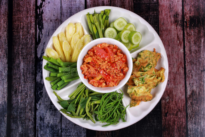 Appel épicé Nam Prik Ong d'immersion de viande et de tomate photographie stock libre de droits