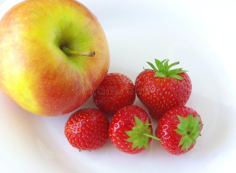 Appel en aardbeien royalty-vrije stock foto