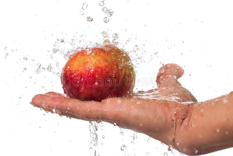 Appel, hand en water. stock afbeelding