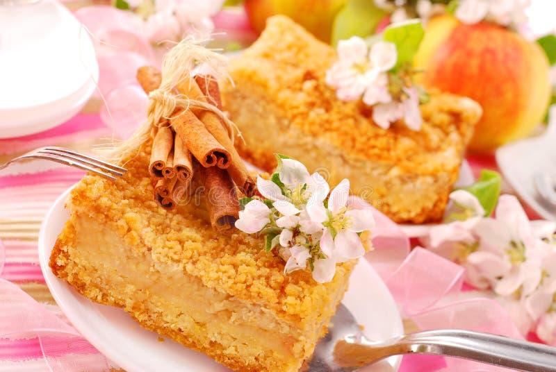 Appel shortcake met kruimeltaart royalty-vrije stock foto