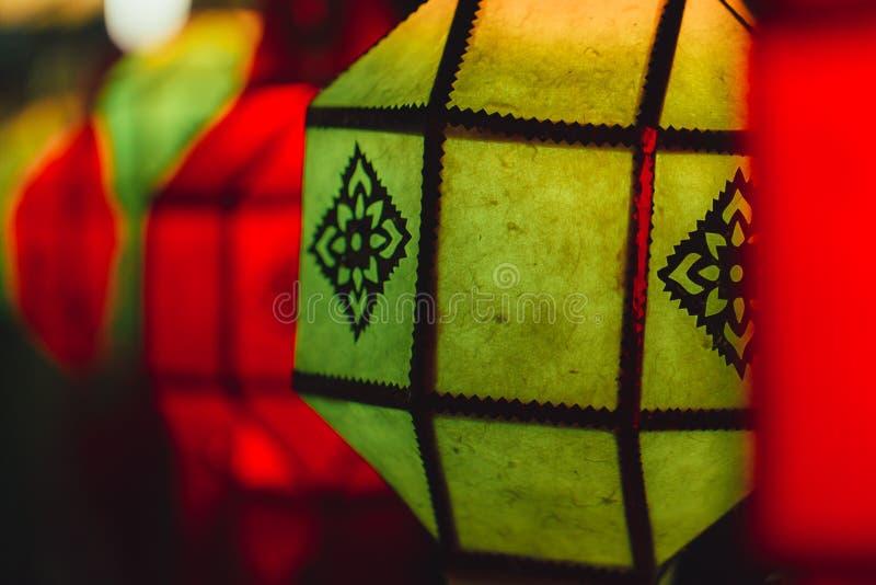 Appel thaïlandais traditionnel Yee Peng de style de lampe de papier colorée photo stock