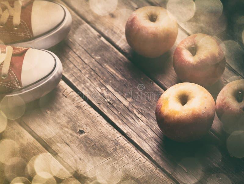 Appelen en gumshoes royalty-vrije stock fotografie
