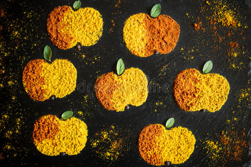Appelen van kruidenkerrie en peper stock fotografie
