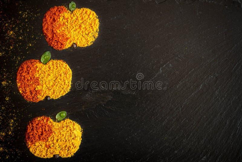 Appelen van kruidenkerrie en peper stock afbeeldingen
