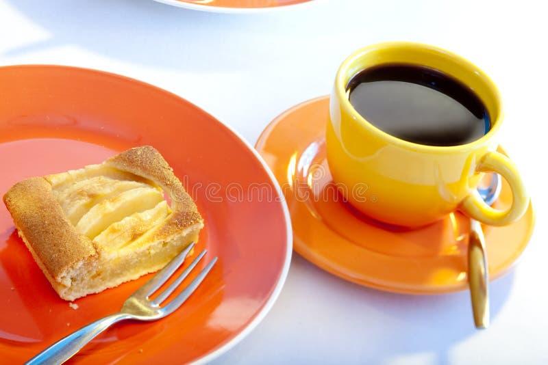 Appeltaart en koffie stock afbeelding
