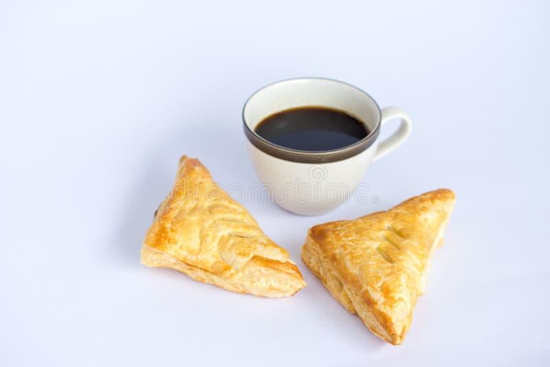 Appeltaarten en koffie op witte achtergrond stock foto's