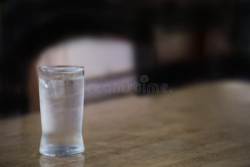 Appena un bicchiere d'acqua immagine stock
