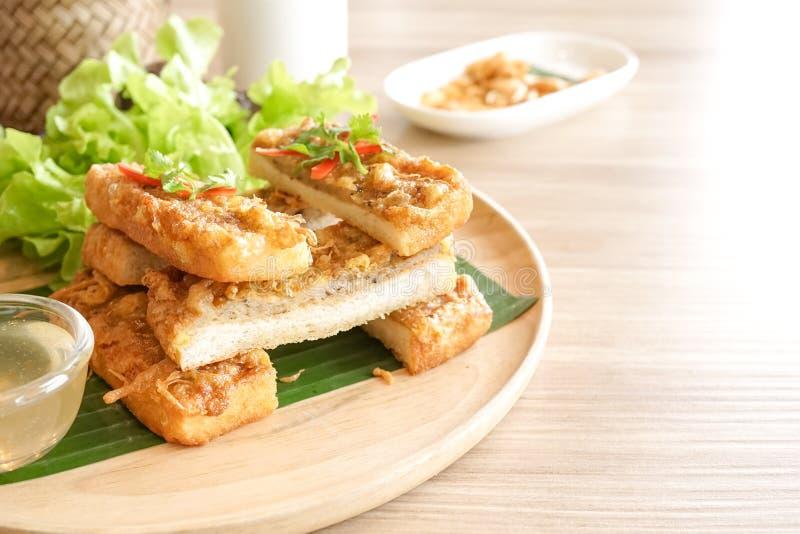 appetisers Asiatisk aptitretare av frasig räkasmörgås eller räka t royaltyfria foton