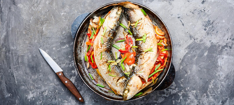 Appetitanregende gebackene Fische stockfoto