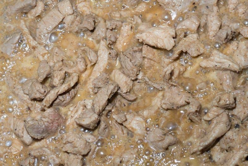 Appetitanregende Stücke des Gulasches Schweinefleisch würzten saftige Soße, die niedriger Entwurf Mahlzeiten vom Protein vorberei stockbilder