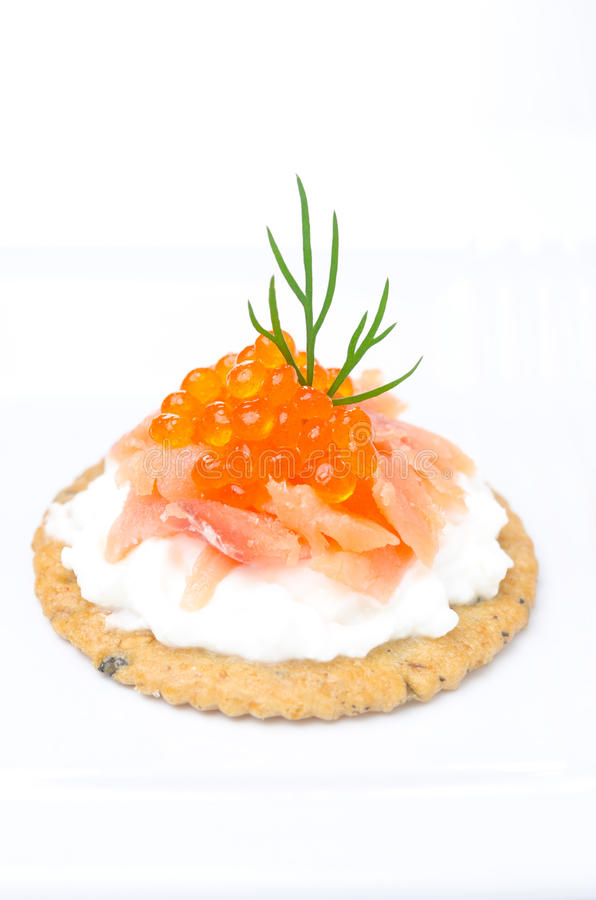 Free Appetizer Crackers With Cream Cheese, Salted Salmon, Red Caviar Stock Photos - 31027113