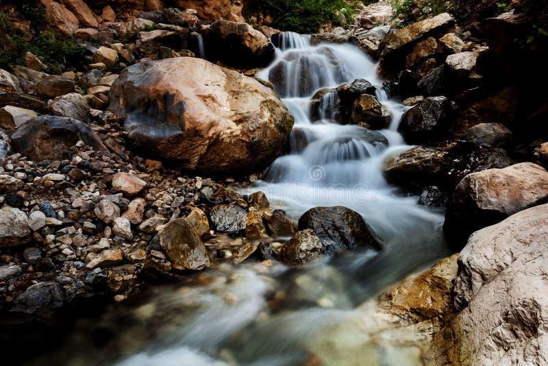 Applådera den långsamma slutaren för vattenfall fotografering för bildbyråer