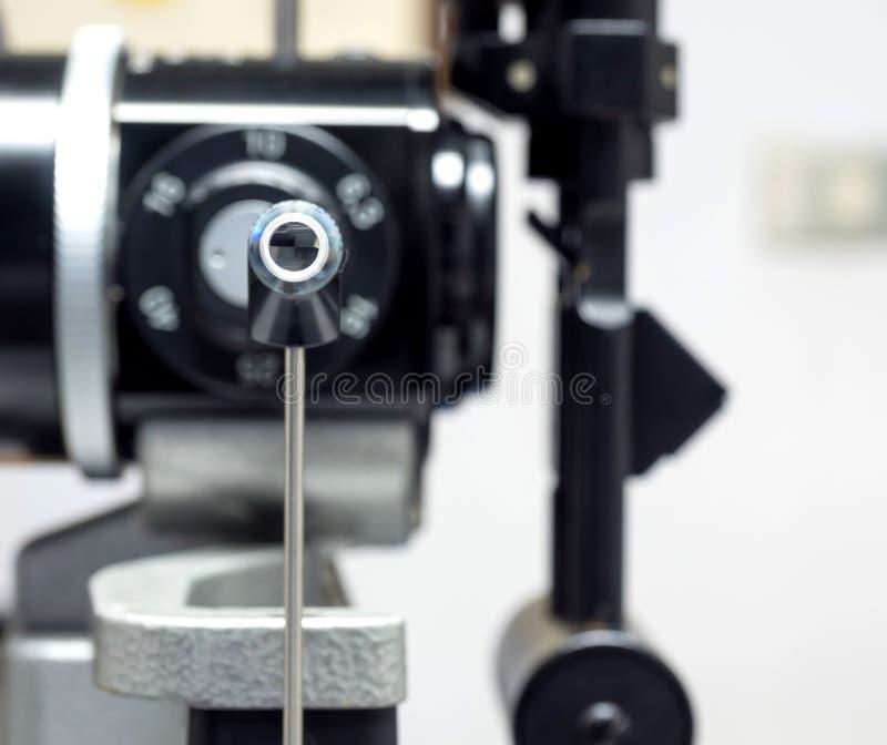 Applanation tonometry dla miary oko naciska zdjęcia stock