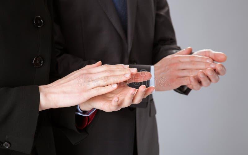 Applaudierende Geschäftsleute lizenzfreie stockfotos