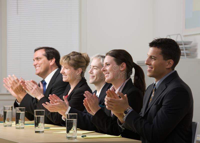 Applaudierende Mitarbeiter stockfotografie