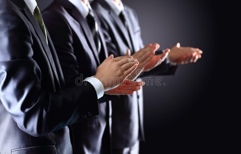 Applauso di mani maschio sul nero immagini stock libere da diritti