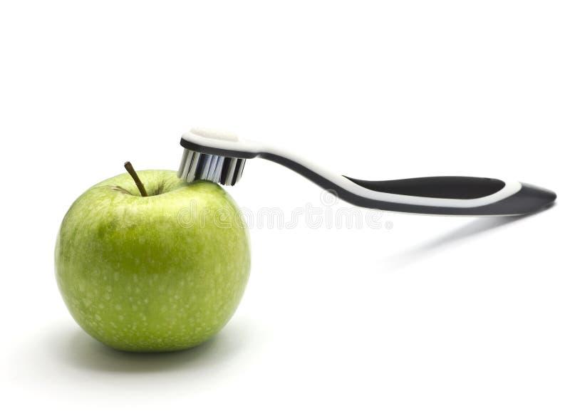 Apple και οδοντόβουρτσα στοκ φωτογραφία με δικαίωμα ελεύθερης χρήσης