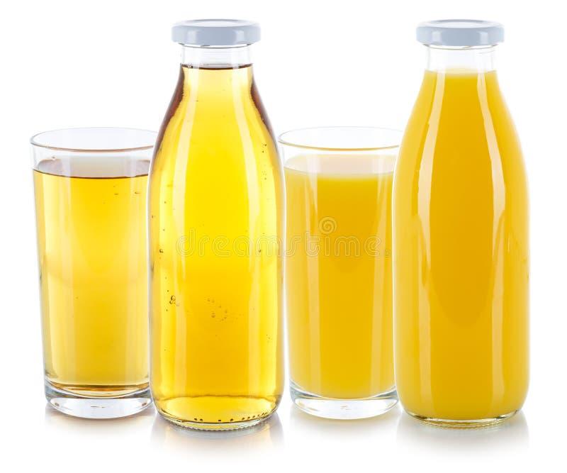 Apple και φρέσκο μπουκάλι γυαλιού ποτών χυμού από πορτοκάλι που απομονώνεται στο λευκό στοκ εικόνα