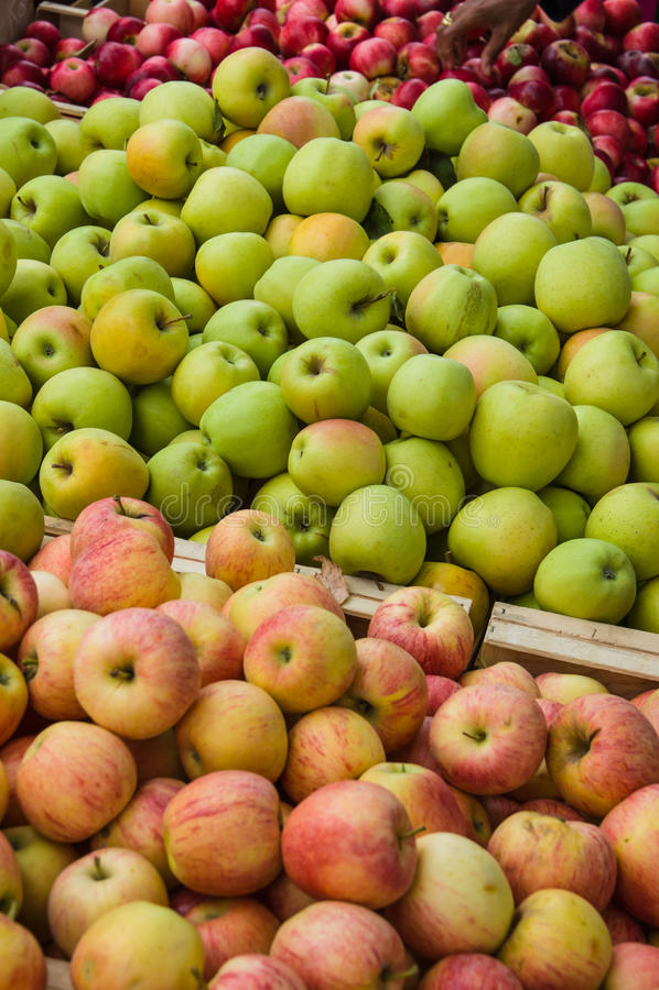 Apple σε μια αγορά στην Προβηγκία στοκ εικόνα
